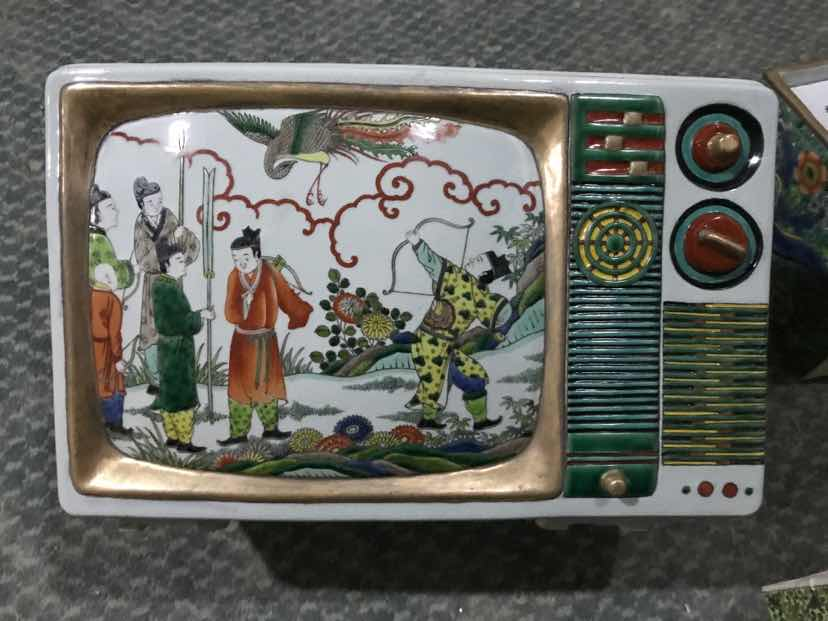 Ma Jun- New Chinese series – Colored TV, Porcelain, ca. 38 x 28 x 25 cm
